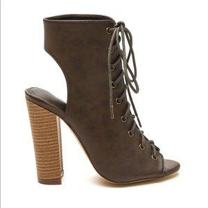🆕NWOT Liliana Olive Lace Up Chunky Heels